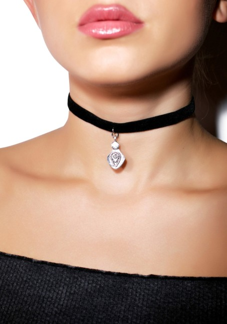 Vanessa_Mooney_Black_Velvet_Choker_Vanessa_Mooney__3